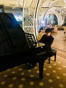 Nghệ sỹ Lưu Hồng Quang lướt Grand piano tại Business Lounge Istanbul - Turkish Airllnes